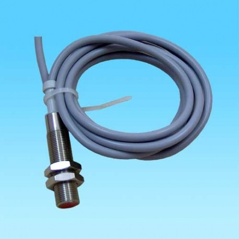 IP1824 220AC -- Ind.senzor 18 24-220 AC NO OMRON